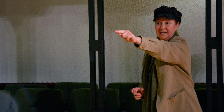 La directora de la Recua Teatro, María Elena Diardes, durante la realización de su taller