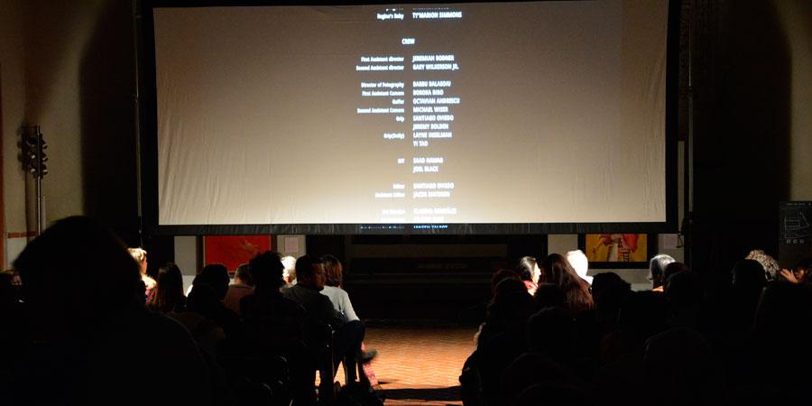 Cerca de 150 personas han asistido al preestreno de La vida y nada más, que ha contado con la presencia de su director y su productor