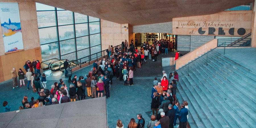 Tres horas antes de la apertura de puertas para la gran gala final, centenares de personas esperaban para poder conseguir un sitio en el auditorio del Palacio de Congresos El Greco de Toledo