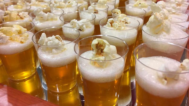 Una cerveza 'muy especial' la de Sánchez-Beato para 'Palomitas en Première'