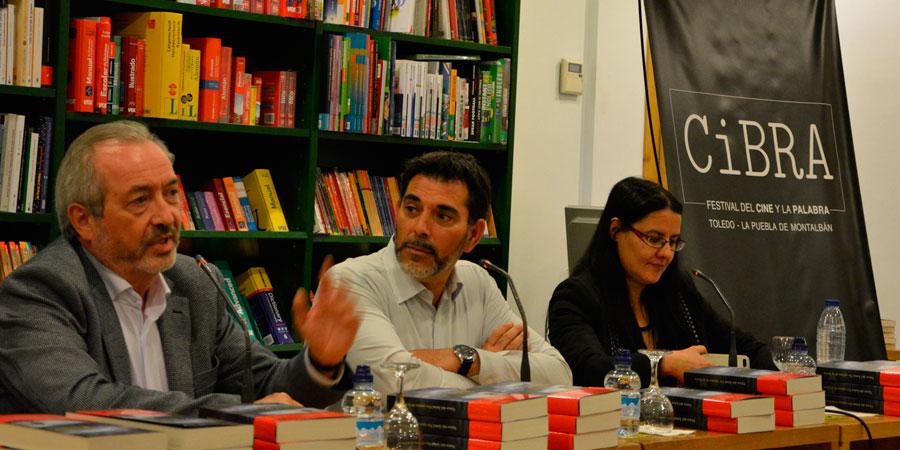 De izquierda a derecha: Joaquín García, director del Club de Lectura Novela Negra; Víctor del Árbol, Premio Nadal 2016 y Beatriz Gómez, escritora y fundadora de Ediciones PG